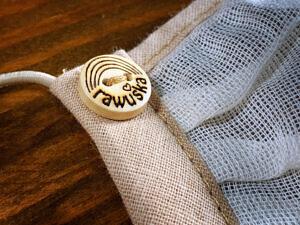 Rawuška detail knoflíku
